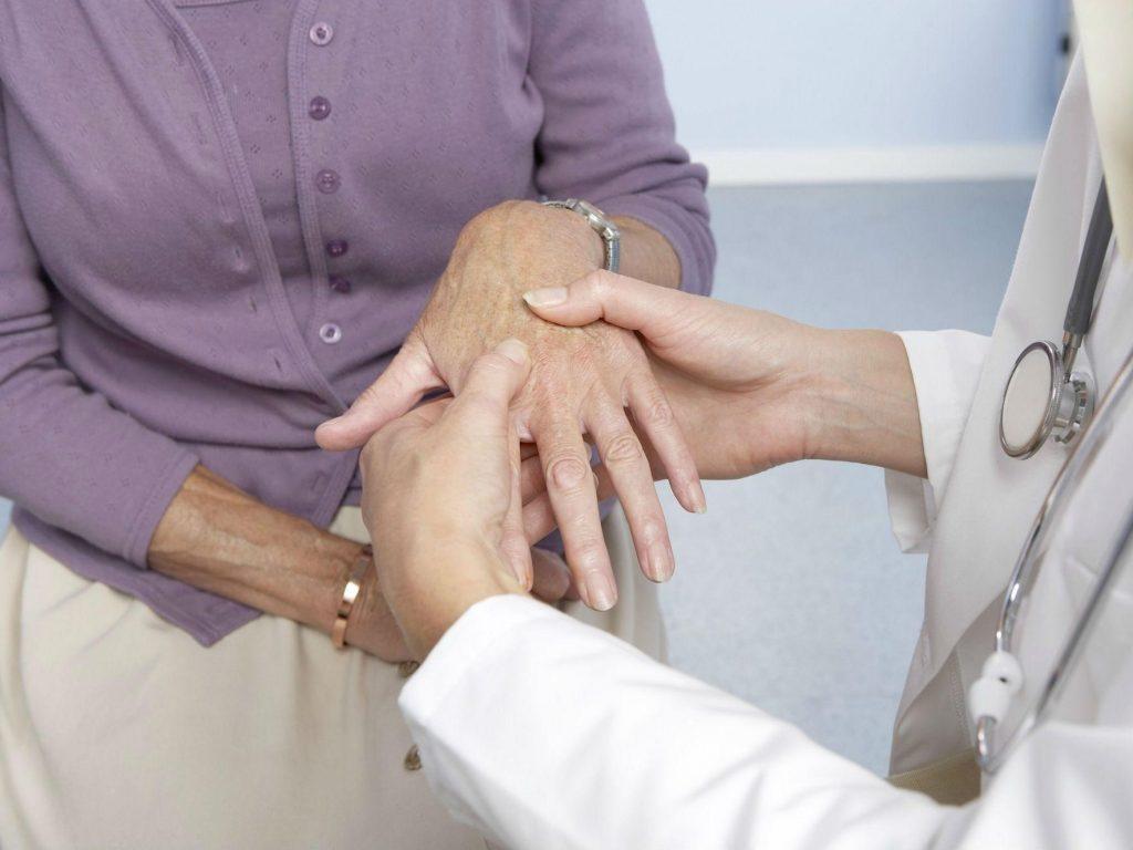 Cảnh giác với các triệu chứng bệnh gout ở nữ giới