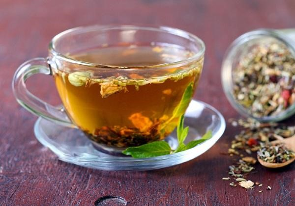 Uống trà thảo mộc tốt cho người bệnh gout