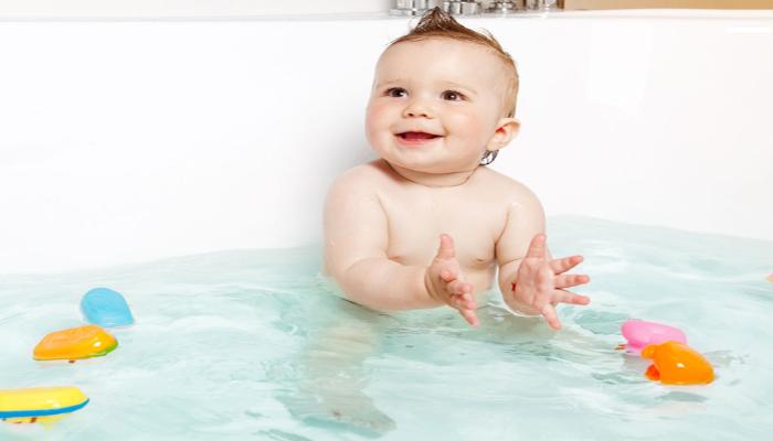 mẹo trị nghẹt mũi bằng cách tắm cùng nước ấm và tinh dầu