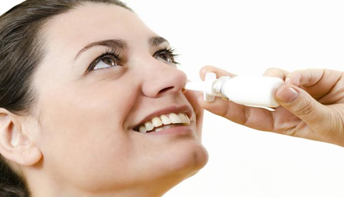 mẹo vặt trị ngạt mũi bằng nước muối pha loãng
