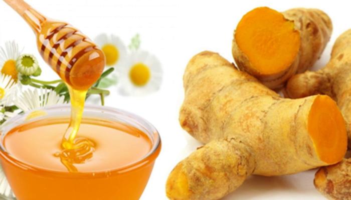 Bài thuốc dân gian chữa đau dạ dày từ bột nghệ và mật ong