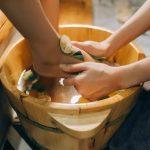 Ngâm chân bằng thảo dược mang lại nhiều lợi ích với sức khỏe
